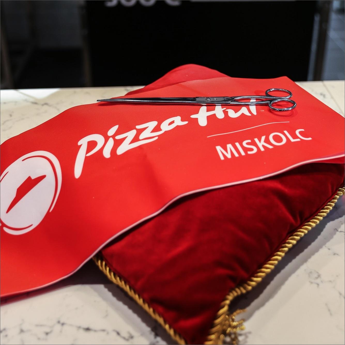Friss pizza 5 perc alatt – Megnyílt az első Pizza Hut Miskolcon –  Franchiseportal 44bf1c3e55